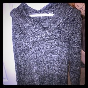 And dark gray sweater with scoop neck long sleeve